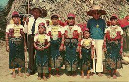 Republica De Panama, Dos Caciques De San Blas Y Sus Familiares, Two San Blas Indian Chief With Their Families - Panama