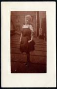 B0360 - Mode Auf Dem Dach - Hübsche Junge Frau Im Kleid - Frisur - Photographie