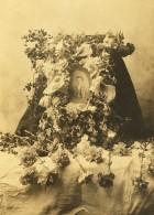 USA? Hommage Au Defunt Arrangement Funeraire Fleurs Ancienne Photo 1900 - Photographs