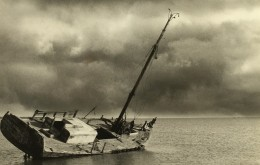 Nord De La France Epave De Bateau A Voile Echouee Ancienne Photo Deplechin 1990 - Boats
