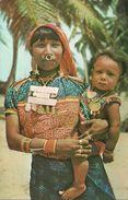 Republica De Panama, Islas San Blas, India Kuna Con Su Hijo, Kuna Indian Woman With Her Son In Dresses And Adornments - Panama