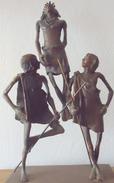 - Trois Enfants Massaï - ISSA DIOP  -  Sénégal, Bronze Sur Socle De Bois Tropical  - Oeuvre Unique 59 X 36 Cm - 11 Kilos - Bronzes