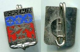 M127  INSIGNE De VILLE : BORDEAUX - Insignes & Rubans
