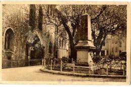 CPA (Réf E736) LE LUC (VAR 83) Place Blanqui - MONUMENT AUX MORTS - Le Luc