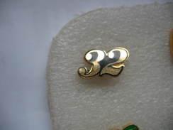 Pin's Doré, Chiffre 32 - Badges