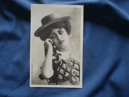 Artiste  Fraisia  Chapeau, Collier De Perles   Reutlinger - Précurseur - L355 - Artisti