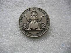 Broche De Notre Dame De STRASBOURG: Priez Pour Nous. - Badges