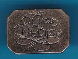 52702-Pin's.Caveau Des Byards Le Vernois .vin.boisson. - Beverages