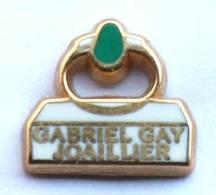 Petit Pin's GABRIEL GAY JOAILLIER - La Bague - Zamac - Arthus Bertrand - G1128 - Arthus Bertrand