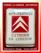 SUPER PIN'S CITROËN : APT-PERTUIS, CITROËN En LUBERON (Vaucluse), émail Base Or + Glaçage, 2,4X1,8cm - Citroën