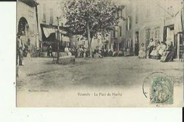 Valensole  04    La Place Du Marche Tres Tres Animée Et Restaurant -Cafe - Otros Municipios