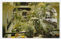 (RECTO / VERSO ) BARBADOS EN 1975 - THE ROCK GARDENS - HOTEL HILTON - BEAUX TIMBRES - FORMAT CPA VOYAGEE - Postcards