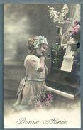CPA - FILLETTE ET PIANO - BONNE ANNÉE - Scènes & Paysages