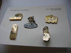 Serie Complete De 5 Pin's Sur Le HCA ( Hockey Club Ajoie) à PORRENTRUY En Suisse. - Patinage Artistique
