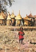 BURKINA FASO - NABADOGO - Petit Mossi Se Promenant Près Des Greniers De La Famille - Enfant - Burkina Faso