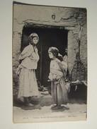 52    Femme Arabe Portant Son Enfant - Scenes