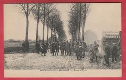 Rousbrugge-Haringhe - Route De Ypres ... Groepen Soldaten ( Verso Zien ) - Poperinge