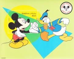 Maldives 1999 MNH Scott #2359 Souvenir Sheet Rf25 Mickey Grabbing Donald's Hand - Disney