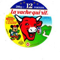 P 712 - ETIQUETTE DE FROMAGE - LA VACHE QUI RIT-  12 PORTIONS    MICKEY  ET SES AMIS A TRAVERS L'EUROPE - Fromage