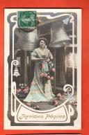 GAU-35  Joyeuses Pâques, Femme, Roses Et Cloche, Gaufré, . Circulé - Pâques