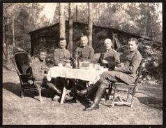 PHOTO ALLEMANDE - OFFICIERS AU REPOS DANS UN CAMP DE NEUFLIZE PRES DE REIMS - MARNE GUERRE 1914 1918 - 1914-18