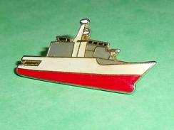 Pin's / Bateaux : Bateau  TB2U - Boats