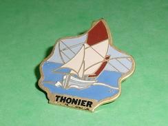 Pin's / Bateaux : Bateau , Voilier , Thonier  TB2U - Boats