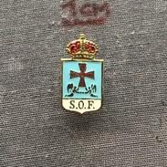 Badge (Pin) ZN006282 - Spain Oviedo Sociedad Ovetense De Festejos (S.O.F) - Associations