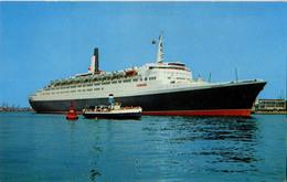 BATEAU PAQUEBOT RMS QUEEN ELISABETH 2 - Steamers