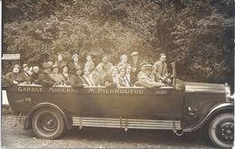 65 - LOURDES - BELLE CARTE PHOTO D'un Autocar Du Garage Moderne Mr PIERROUTOU, Avec Passagers. - Lourdes