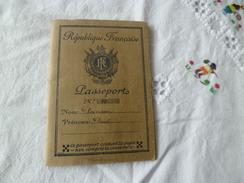 Passeport République Française Carpentras Avocat 1933 Visas Suisse Italie - Documents Historiques
