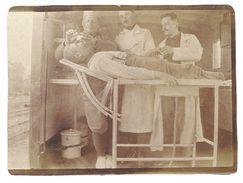 Petite Photo Homme Sur Table D'opération, Docteurs, Chirurgiens ? - Professions
