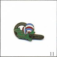 Pin's Montgolfière - 18è Championnat De France 1992 à Bruyères (88). Estampillé Svan Epinal. EGF. T561-11 - Airships