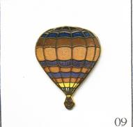 Pin's Montgolfière - Ballon Dans Les Tons Marrons. Non Estampillé. EGF. T562-09 - Airships