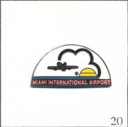 Pin's Aviation - Aéroport De Miami (Floride-USA). Estampillé Allied Specialty Company. EGF. T563-20 - Airplanes