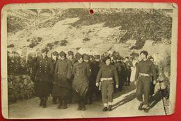 PARTIZANI I ENGLEZI VODE ZAROBLJENE NJEMCE - PARTISANS AND ENGLISH SOLDIERS ESCORTING CAPTURED GERMAN SOLDIERS - Yugoslavia
