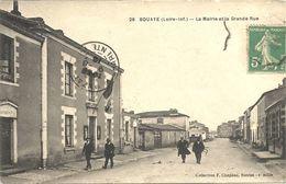 44  BOUAYE     LA  MAIRIE  ET  LA  GRANDE  RUE - Bouaye