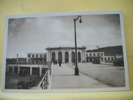 B14 3429 CPSM PM 1940  - 78 VERSAILLES - LA GARE DES CHANTIERS - ANIMATION AUTOS (+ DE 20000 CARTES DE MOINS 1€) - Versailles