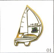 Pin's Sport - Nautisme / Voilier Loire Atlantique. Estampillé Marc Potiron. Version Zamac. T568-01 - Boats
