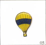 Pin's Montgolfière - Ballon La Poste De Lorraine. Estampillé Fittech Industries. Epoxy. T568-05 - Airships