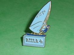 Pin's / Sport : Planche à Voile , Papier Rizlacroix  TB2U - Sailing, Yachting