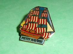 Pin's / Bateaux : Voilier , Petit Navire  TB2U - Boats