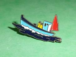 Pin's / Bateaux : Bateau De Peche     TB2U - Boats