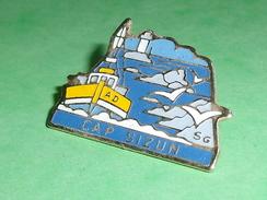 Pin's / Bateaux : Cap Sizun , Verso / Fraisse     TB2U - Boats