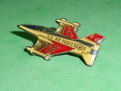 Pin's / Avions  :  Avion De Chasse , Us Air Force   TB2U - Airplanes