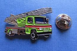 Pin's, Camion, MERCEDES,Truck, LKW, Kranwagen, Limité - Mercedes