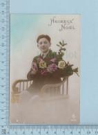Fantaisie - Heureux Noel, Homme Bouquet De Fleurs - Carte Postale Postcard - Noël