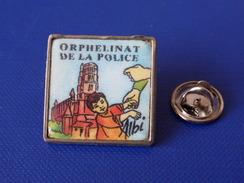 Pin's Police - Orphelinat De La Police - Albi - Enfant Cathédrale (KB65) - Police