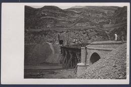 Construction D'une Ligne De Chemin De Fer En Chine Vers 1910. Lot De 17 Photos Cartespostales. - Chemins De Fer