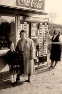 Photo Originale Distributeur à Cigarettes Géant - Cigaretten Jederzeit Verhautsbereit - 1950/60 - Objets